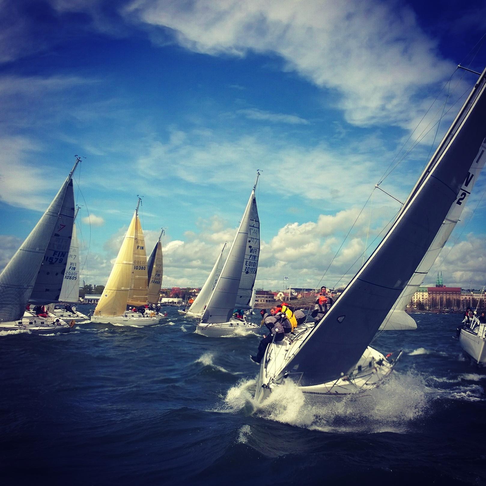First 31.7 fleet kryssillä (kuva Aapo Heijola)