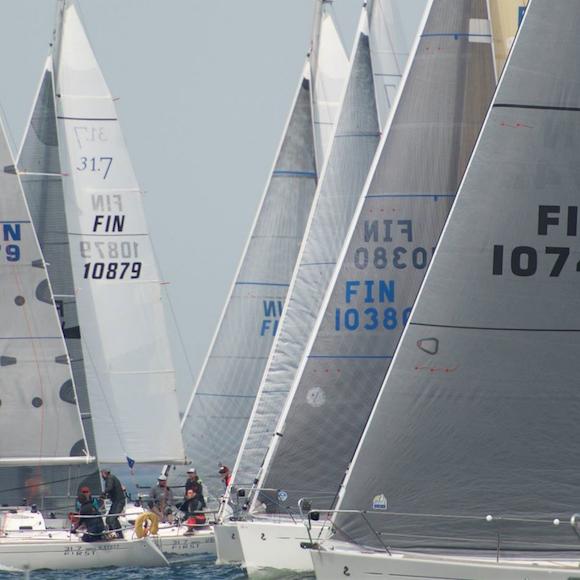 First 31.7 fleet Hangon Regatan startissa - kuva Esko Kilpi