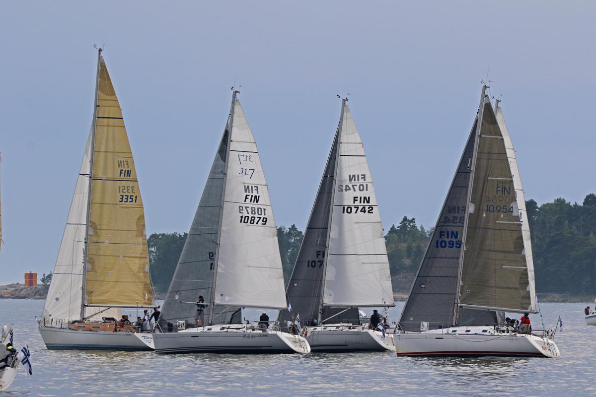 First 31.7 -fleet pläkässä startin jälkeen. Photo credit: Jouni Koivuneva.